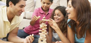 family_playing-jenga
